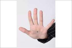 这两大星座手上长痣是吉利的象征